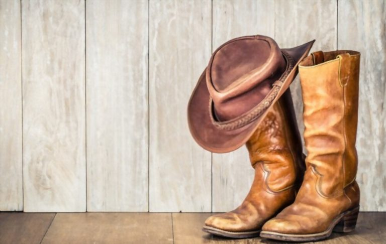 How To Wear Cowboy Boots In The Summer? Quick Step
